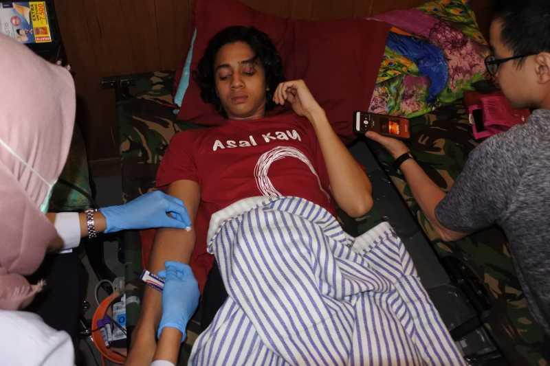 Begini Wajah Takut Dewa Dayana saat Donor Darah