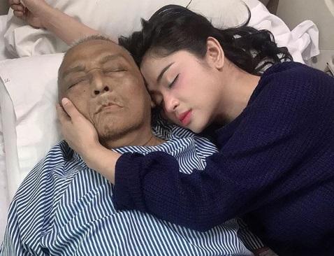 Tiba di Kampung Halaman, Jenazah Ayah Dewi Perssik Disambut Bupati Jember