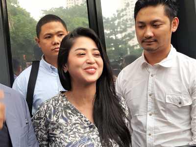 FOTO: Status Tersangka, Dewi Perssik Datang ke Polda Metro