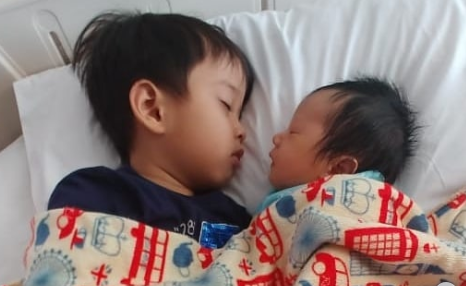 Cerita Kelahiran Anak Kelima Irfan Hakim, Terlilit Tali Pusar 3 Kali