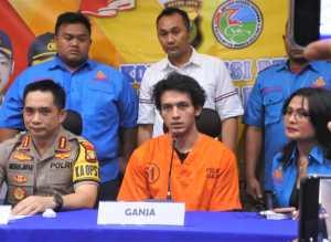 Polisi merilis Jefri Nichol mengenakan baju tahanan nomor 51 pada Rabu (24/7/2019).