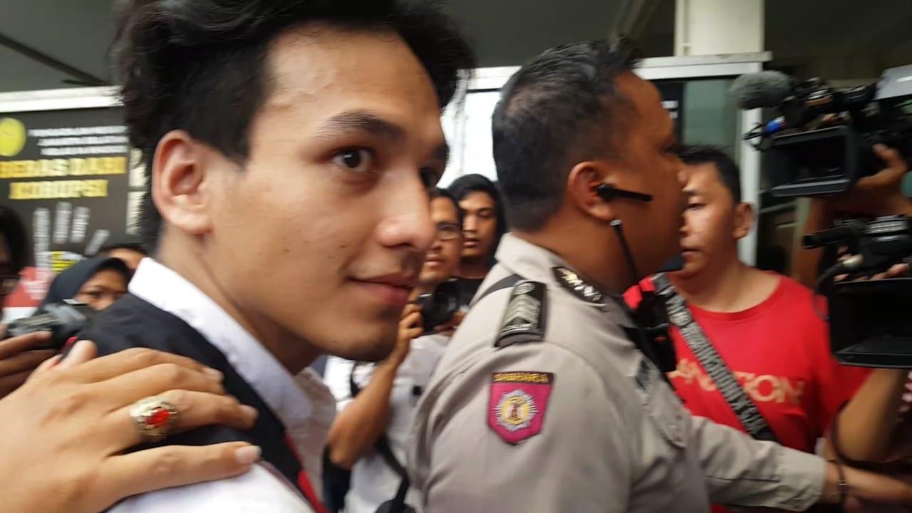 Wajah Pucat, Jefri Nichol Deg-degan Jalani Sidang Perdana