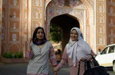 5 Pose Keren Marissa Haque dan Bella Fawzi Liburan di India