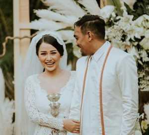 Mutia Ayu dan Glenn Fredly Kompak Pamer Foto Pernikahan