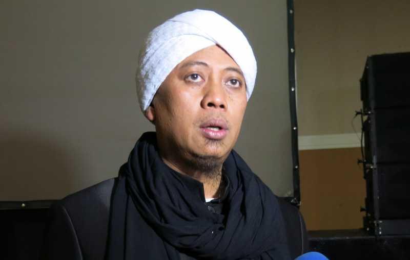 Opick dan Melly Goeslaw Galang 30 Ribu Paket Sembako  untuk Gaza