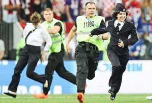 Pesan Politik Pussy Riot usai Hentikan Sementara Final Piala Dunia 2018