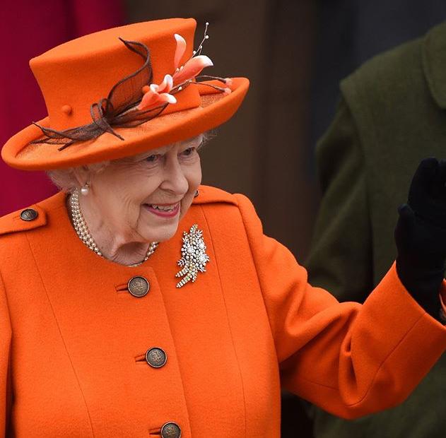 Curhat Ratu Elizabeth II Soal Beratnya Pakai Mahkota