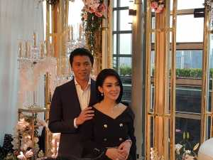 Keduanya tampak mesra hadir di depan publik pertama kalinya setelah resmi menikah.