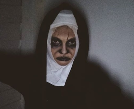 Halloween Pakai Kostum Valak, Ada yang Bikin Ketawa