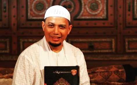 Ustaz Arifin Ilham Kritis, Aa Gym Berdoa di Depan Kakbah