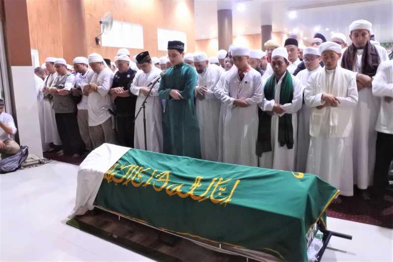 Prosesi Pemakaman Ustaz Arifin Ilham di Gunung Sindur