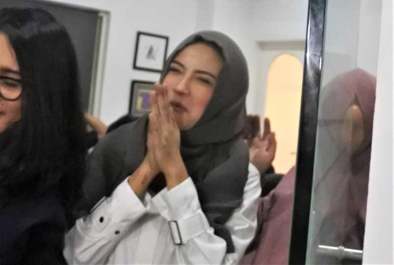 FOTO: Vanessa Angel Pakai Hijab usai Bebas dari Penjara