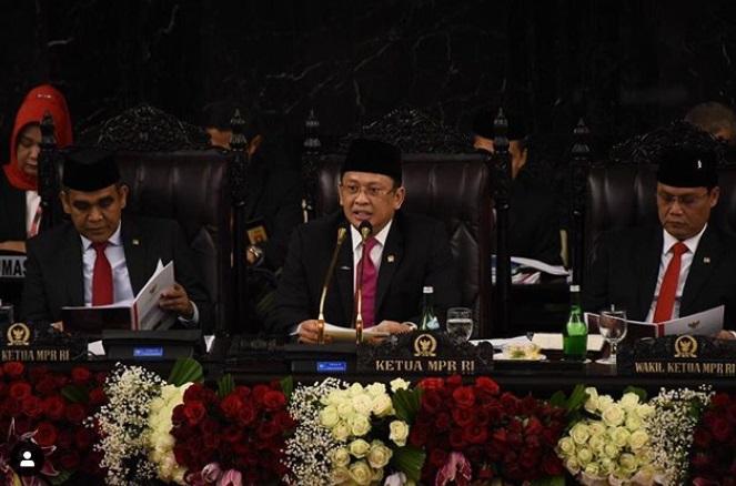 Ketua MPR Pakai Mikrofon Emas 22 Karat di Pelantikan Jokowi-Ma'ruf Amin