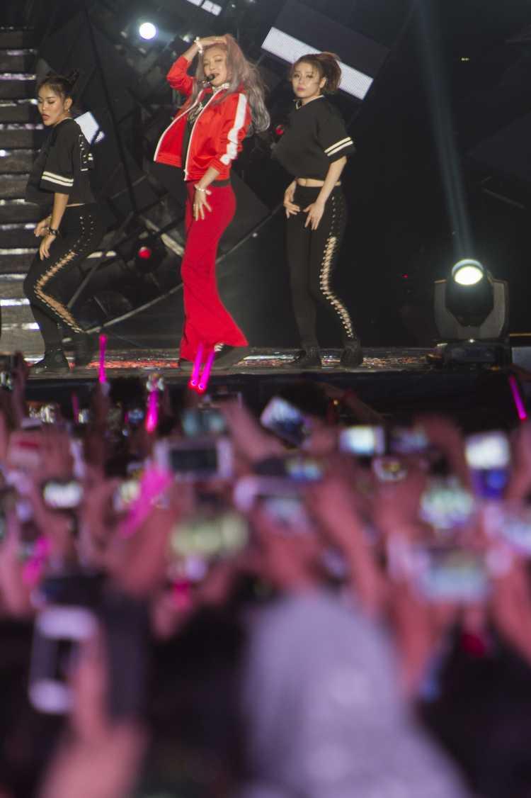 Tonton Taeyeon di Monas, Para Fans Sempatkan Minta Maaf
