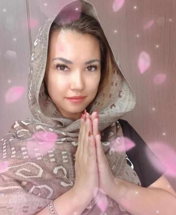 Pakai Kerudung, Miyabi Ucapkan Selamat Puasa untuk Indonesia