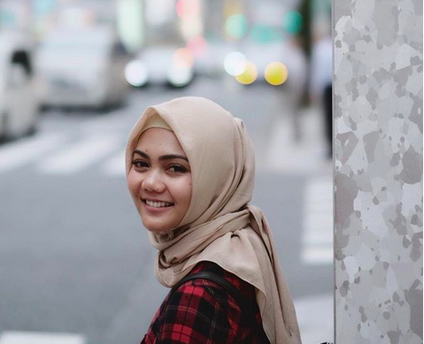 Perjalanan Setahun Rina Nose dari Pakai Jilbab Hingga Dilepas