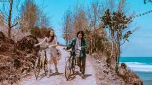 Resensi FIlm: 'Asal Kau Bahagia', Diangkat dari Lagu dengan Kisah Mengharukan