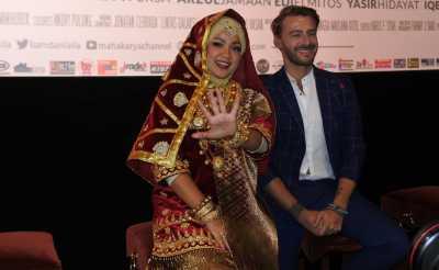 Nirina Zubir Pangling Pakai Suntiang di Gala Premiere Film 'Liam dan Laila'