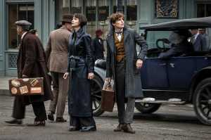 Resensi Film: 'Fantastic Beasts: The Crimes of Grindelwald' Disesaki Cerita yang Tidak Fantastis