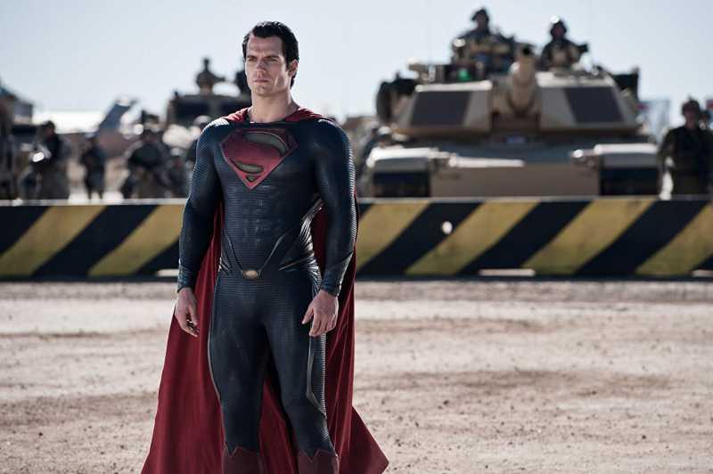 Unggah Video <i>Action Figure</i> Superman, Henry Cavill Maunya Apa sih?