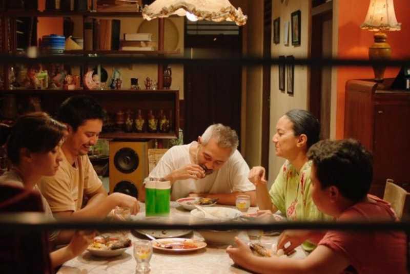 Resensi Film: Komedi di Tengah Pelajaran Hidup Klise 'Orang Kaya Baru'