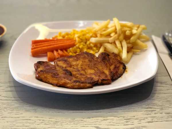Kuliner Akhir Pekan: Minum Makan Murah di WarungKuyKemang