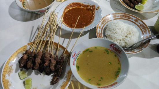 Sate Campur Kuah Soto, Nyamm.. Kamu Harus Coba Sate Matang Khas Aceh