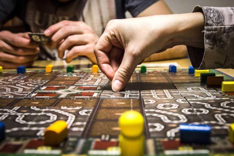 Membuat Board Game Sendiri dari Limbah Kertas