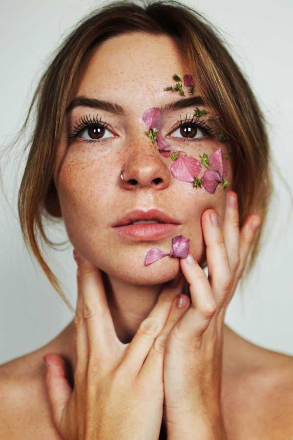 Fakta Tentang <i>Freckles</i>, Bintik-Bintik Cokelat di Wajah yang Jadi Tren Kecantikan