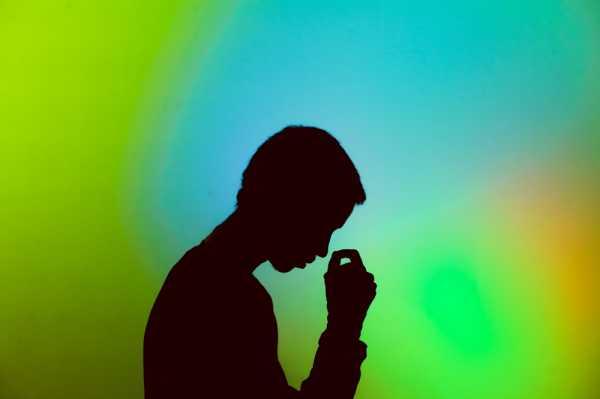 Studi: Orang-Orang di Dunia Cenderung Stres dan Sedih