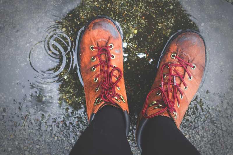Kiat Merawat Sepatu Saat Musim Hujan
