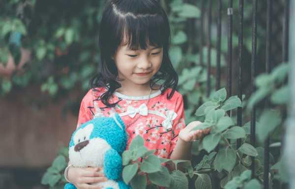 Kiat Merawat Boneka Kesayangan Anak