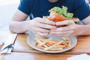 Banyak Orang Indonesia Konsumsi Makanan Tidak Bergizi