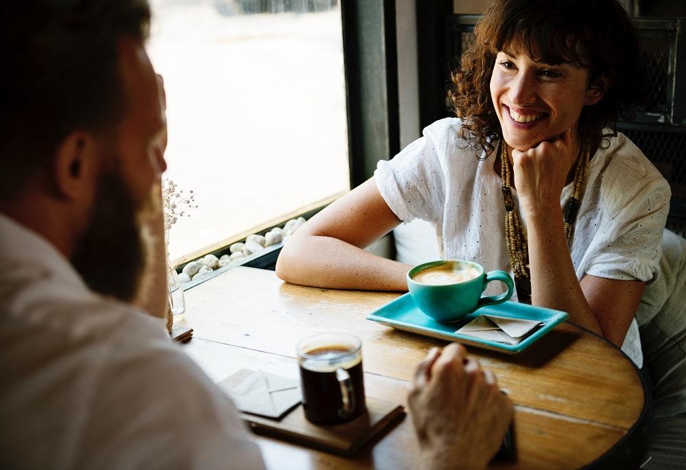 Kamu dan Pacar Menggendut Bersama? Itu Tanda Hubungan Bahagia