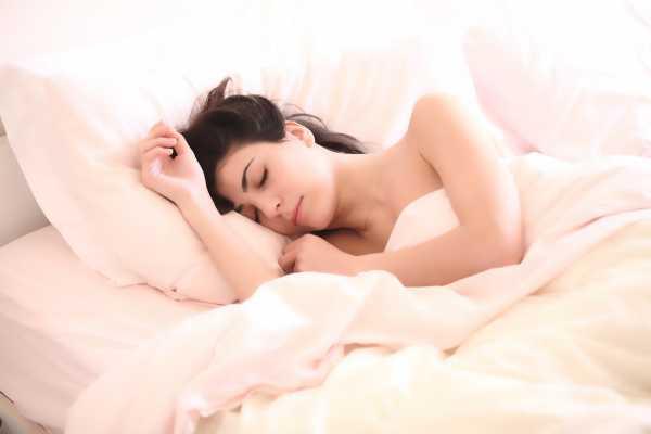 2 Posisi Tidur yang Aman dan Nyaman saat Sakit Leher