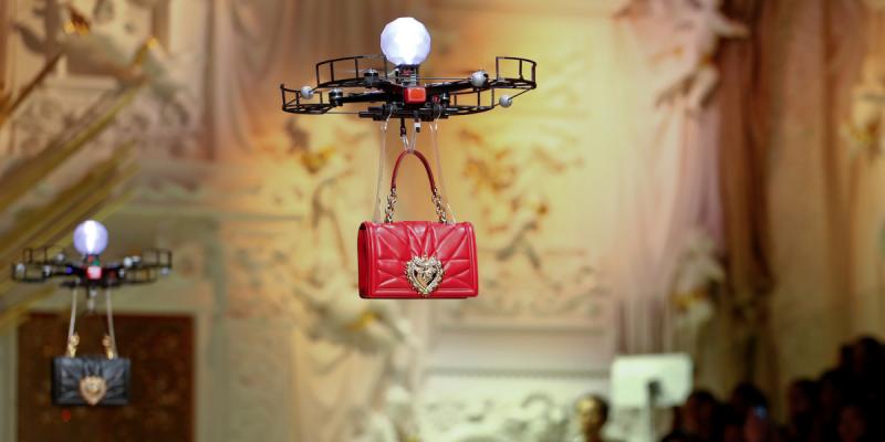 Ketika Drone Gantikan Model Manusia di <i>Fashion Show</i>