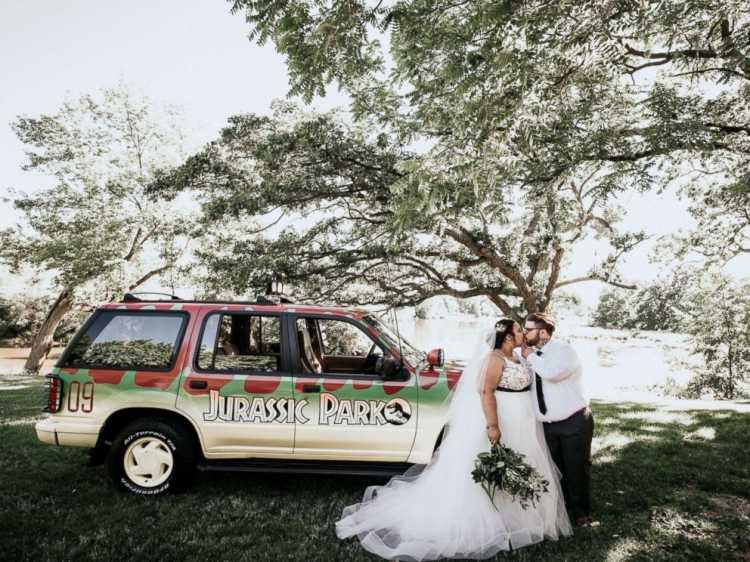 Keren Pesta Pernikahan Pasangan ini Bertema Serba Jurassic Park