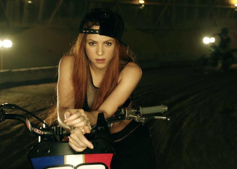 Shakira Seksi Dalam Balutan Emas di Video