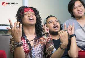Saat ini Candil In The Rockalisasi sedang promo single, untuk memperkenalkan musik mereka / © Ari Setiyawan