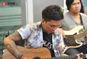 Candil The Rockalisasi tampil akustik sambil ngabuburit / © Dedy Maryanto