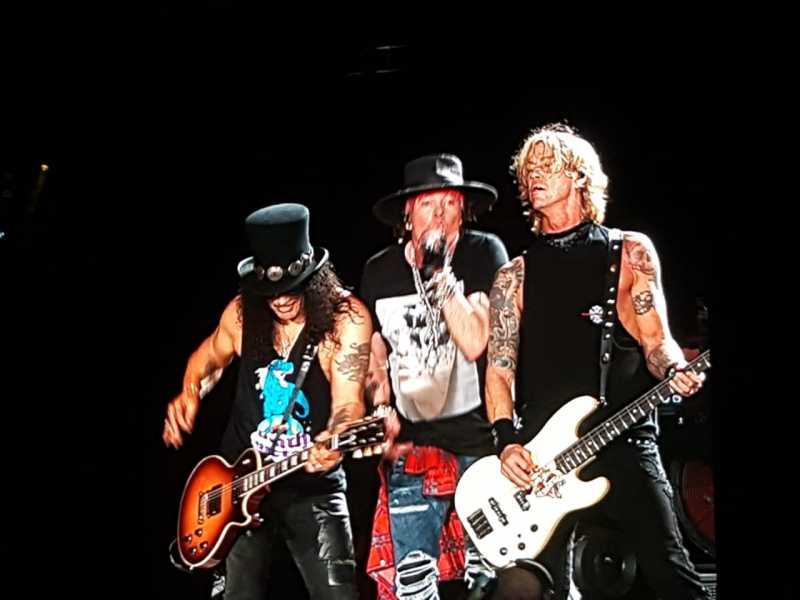 Menyaksikan Axl Rose dan Slash Menyatu dalam Guns N' Roses di SUGBK