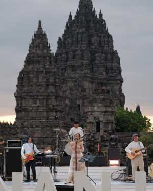 Cake Caine tampil di Prambanan Jazz Virtual Festival 2020. (Foto: Instagram @prambananjazz)