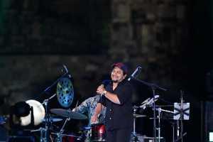 Tompi tampil di Prambanan Virtual Jazz Festival 2020. (Foto: Instagram @prambananjazz)