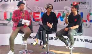 Gilang Gombloh berbincang bersama Ajeng Svastiari dan Bujangan Urban yang akan mengisi visual art di Soundrenaline 2017 / © Ari Setiyawan