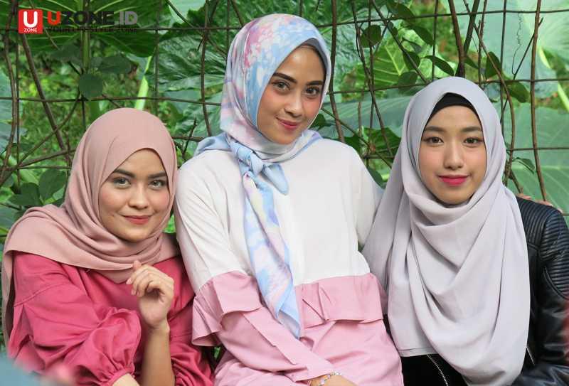 Hijaber Cantik Noura Kunjungi Uzone.id