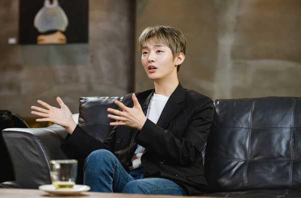 Debut Solo Yoon Ji Sung 'Wanna One' Sukses Besar