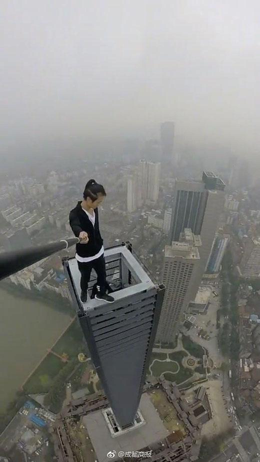 Viral ! Beredar Video Jatuhnya Tukang Selfie di Gedung Tinggi