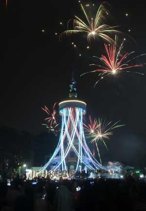 https://cdn2.uzone.id//assets/uploads/Uzone/News/antarafoto-perayaan-tahun-baru-jambi-010118-ws-3.jpg