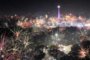 https://cdn2.uzone.id//assets/uploads/Uzone/News/antarafoto-perayaan-tahun-baru-monas-010118-wpa-1.jpg