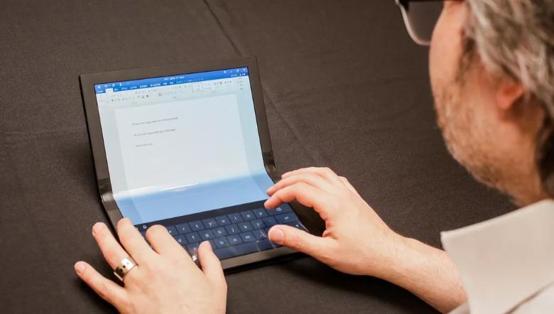 FOTO: ThinkPad X1 Fold, Laptop Layar Lipat Lenovo